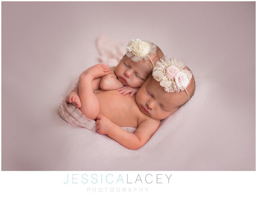 TwinNewbornPhotos (2 of 50)_WEB.jpg