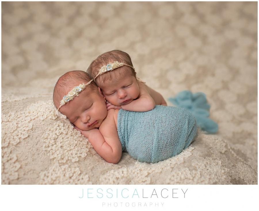 TwinNewbornPhotos (8 of 50)_WEB.jpg